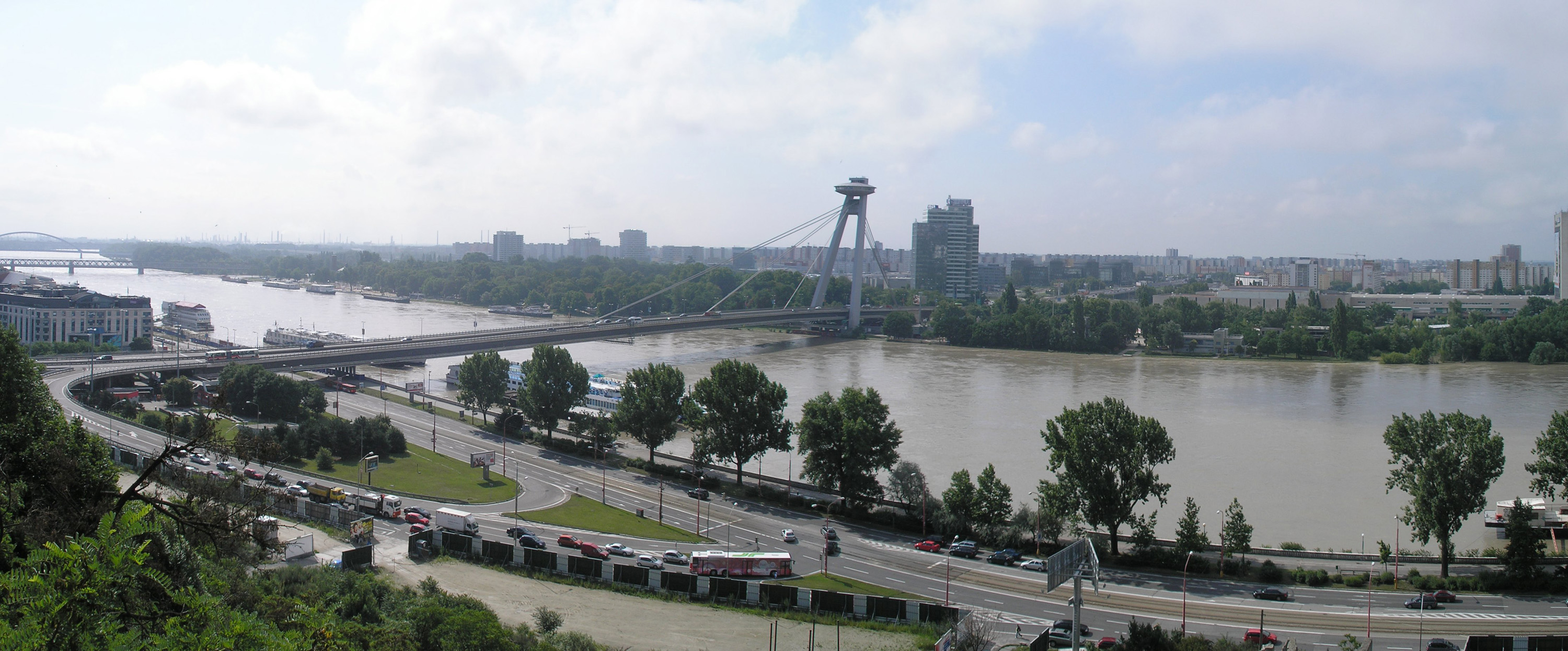 Bridge of the Slovak National Uprising, Bratislava (photo by Ivan Ciglan)