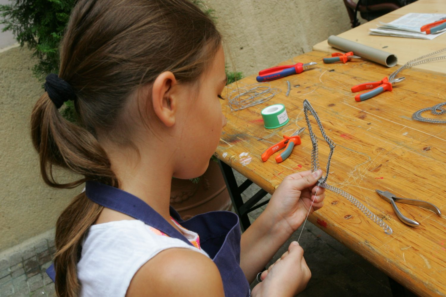 School of Crafts is always characterized by a great interest (photo by Centre For Folk Art Production)