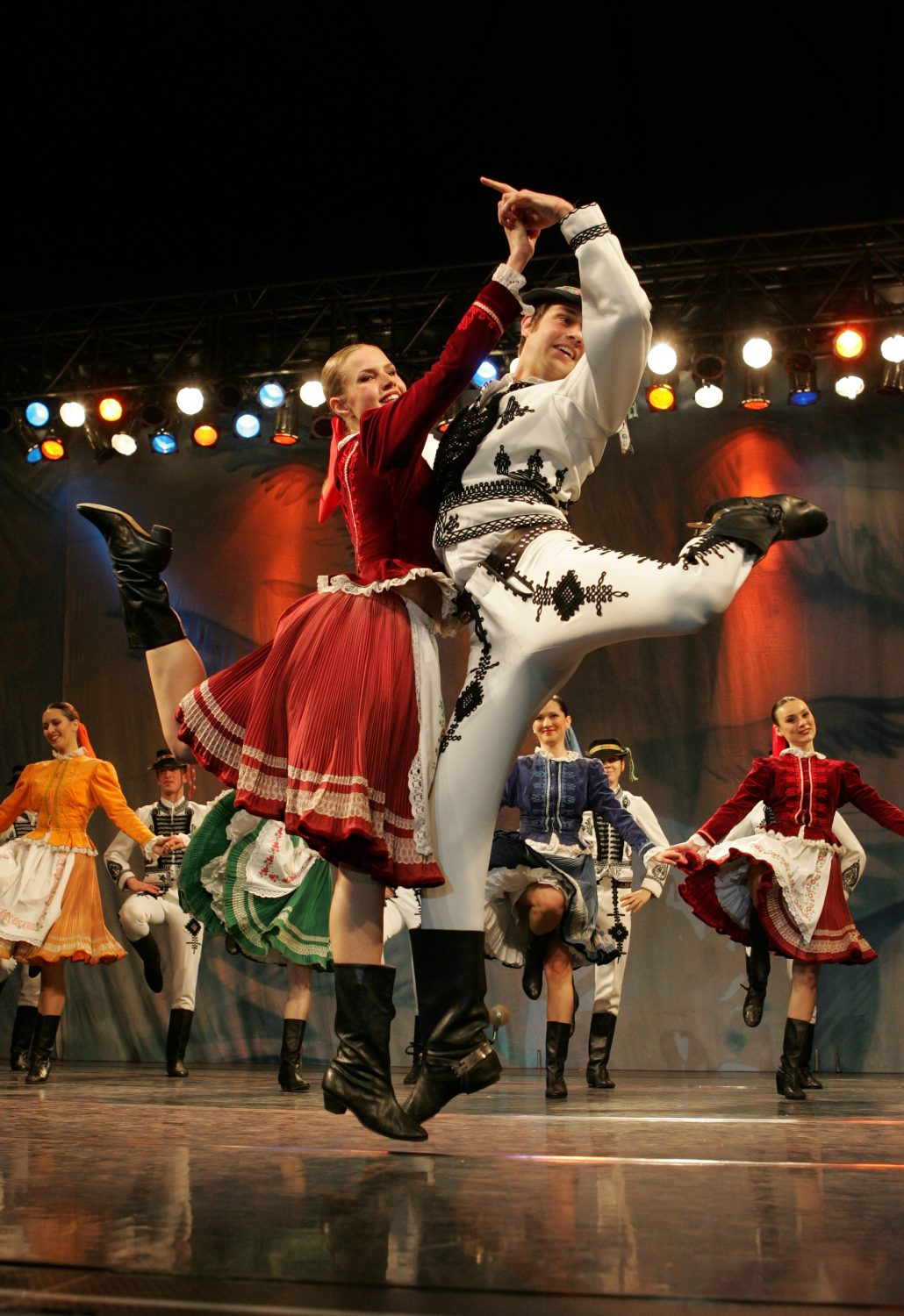 Lúčnica, Saris polka (photo by Peter Brenkus)