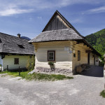 Folk house, Vlkolínec (photo by Peter Fratrič)