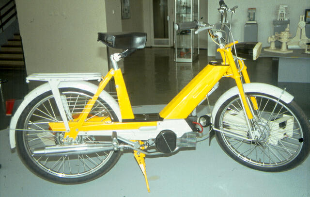 "Moped ""Babeta"", Jindřich Šafařík design, produced by Považské strojárne Považská Bystrica, 1973 (photo by Slovak Design Centre Archive)"
