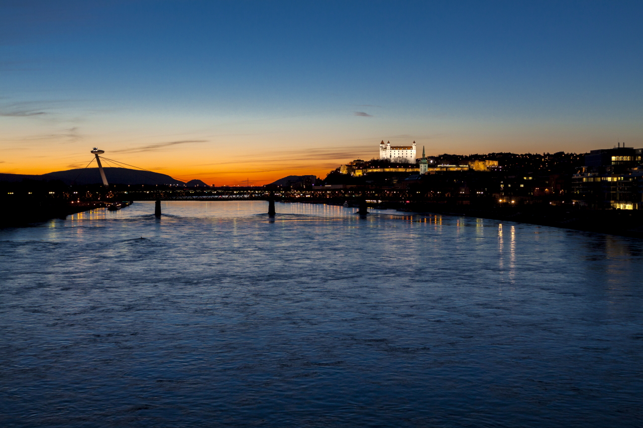 Sunset over Bratislava Castle (photo by Daniel Veselský)