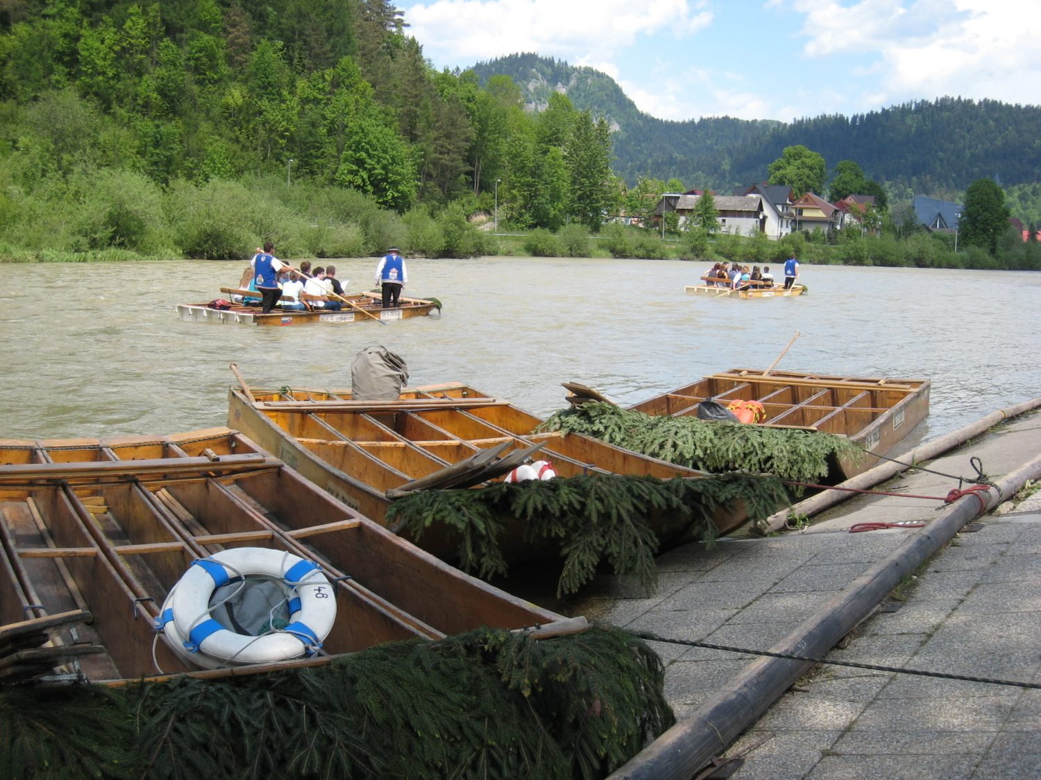 Rafts on Dunajec ready for rafting (photo by Mária Laurincová)